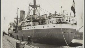 Het-schip-Kota-Inten-waar-later-Molukkers-mee-gerepatrieerd-werden-foto-uit-1927-Rechten-N-V-Vereenigde-Fotobureaux