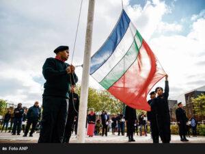 Het hijsen van de Molukse vlag